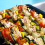 spiedini-di-pollo-e-verdure-Winterbee-_-Dreamstime.com---Chicken-Skewers-With-Bacon-And-Vegetables-On-A-Tray.-Photo