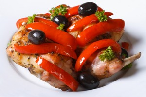 coniglio-con-peperoni-e-olive-Fomaa-_-Dreamstime.com---Roasted-Rabbit-Meat-With-Peppers,-Olives-And-Fresh-Herbs-Photo